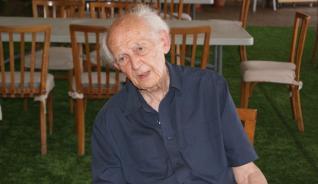 """""""Nos han impuesto que eres más feliz cuanto más consumes y más compites""""  Zygmunt Bauman"""
