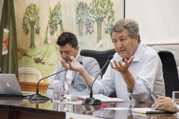 Sami Naïr participa en el Observatorio de la Globalización de la UJA